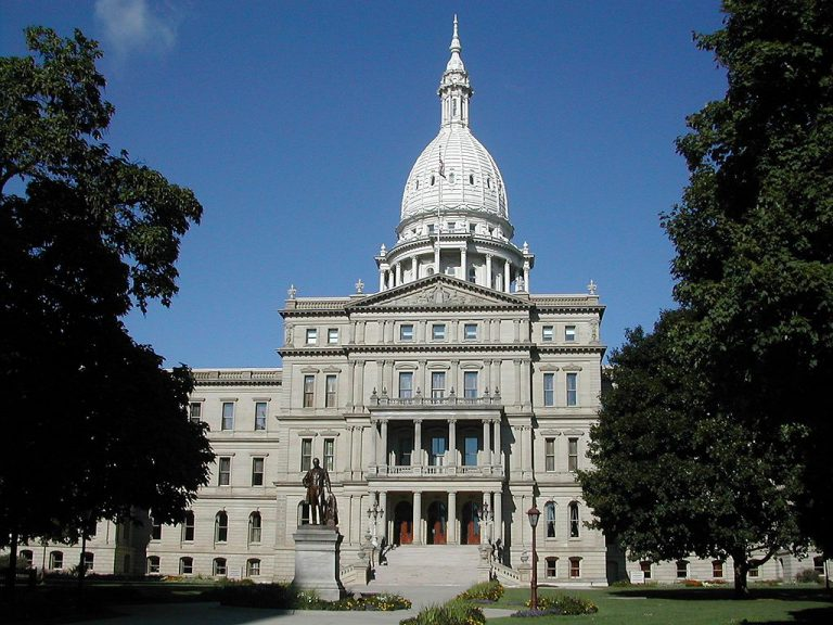 Photo of Lansing's capitol building